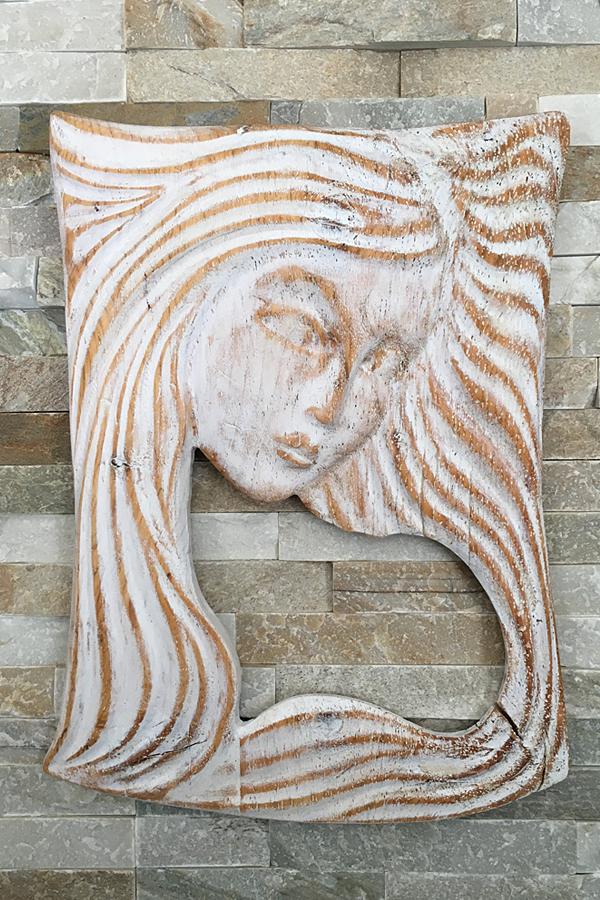 Femme aux cheveux de bois