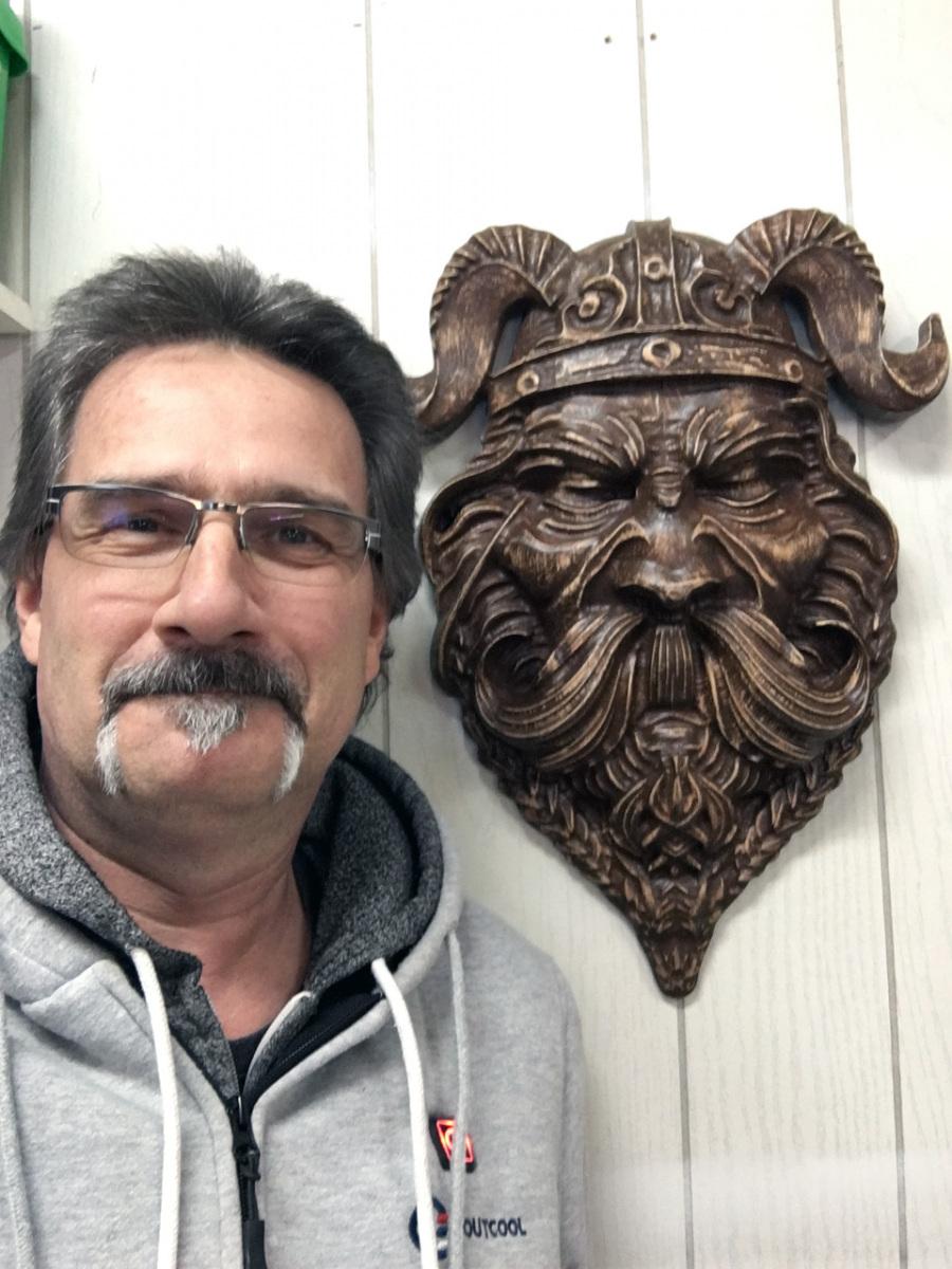 Moi et une tête de viking